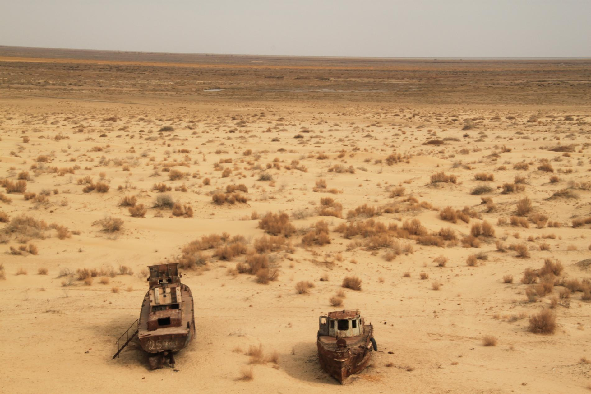 Ghost ships at the former shore of the Aral Sea in Moynaq,Uzbekistan, photo Sebastian Kluger,CC 3.0