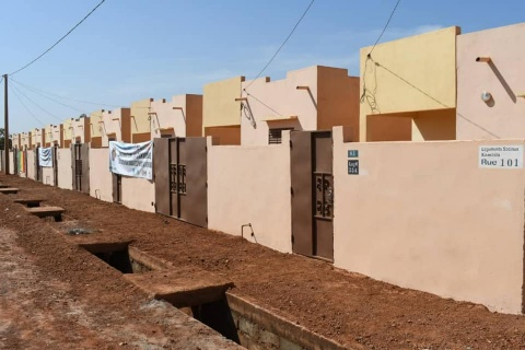 inauguration-armee-malienne-soldat-militaire-fama-logement-sociaux-cite-Kambila-sopromac-residence.jpg