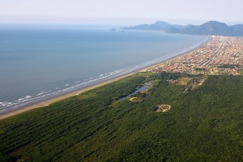 Imagem aérea dos limites da Terra Indígena Piaçaguera. Crédito da Foto: Carlos Penteado/CPI-SP