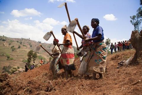 Rwanda women farmers (World Bank photo).jpg