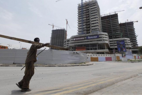 Behind high-rise buildings and skyscrapers hides poverty and inequality in urban Angola