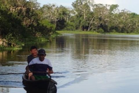 The Shipibo-Conibo in their fishing grounds. CIFOR/Alex Talaverano)